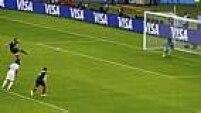 Na cobrança, Benzema encobriu o goleiro Valladares e abriu o placar para a França.