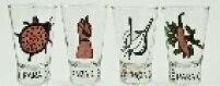 Copinhos com joaninha (para amor e sorte), figa (mau-olhado e inveja), alho (sorte) e pimenta (neutraliza energia ruim), da 62 Graus (R$ 74 o jogo com 4)