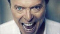 A pupila esquerdade Bowie ficou permanentemente dilatada depois que, nos tempos de escola, seu amigo George Underwood lhe deu um soco, com um anel no dedo,no seu olho em uma briga por causa de uma garota