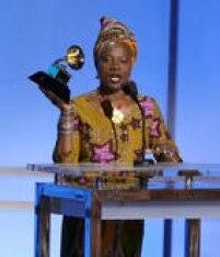 Angelique Kidjo venceu Gilberto Gil e levou o Grammy por 'Sings'