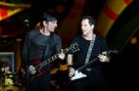 A banda paulistana Titãs foi escolhida para aquecer o público que foi ao Morumbi nesta quarta-feira, 24, para assistir ao retorno dos Rolling Stones à cidade depois de 18 anos.<a href='http://cultura.estadao.com.br/noticias/musica,analise-titas-abrem-noite-com-arsenal-pesado,10000018140' target='_blank'>Leia a análise do show aqui</a>.