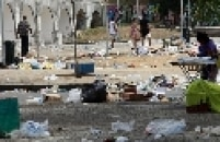 A greve dos garis da Companhia Municipal de Limpeza Urbana (Comlurb), da Prefeitura do Rio de Janeiro, entrou nesta quarta-feira de Cinzas, 5, em seu quinto dia. Com isso, as montanhas de lixo acumulado, que inicialmente eram vistas principalmente no Centro, já se espalharam para as zonas sul, oeste e norte.