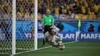 Nas oitavas de final, o Brasil quase viu a classificação ir por água abaixo. Após empate em 1 a 1, a seleção passou de fase nos pênaltis, com grande atuação do goleiro Julio Cesar