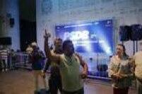 A apuração, que se estendeu até a madrugada desta segunda-feira, 29, também causou tumulto entre militantes tucanos. Na foto, um militante critica a demora para se apurar os votos