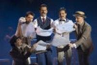Inspirado no livro de Ruy Castro, o musical dirigido por João Fonseca traz Bilac e o jornalista José do Patrocínio envolvidos em uma trama cômica para construir um dirigível, alvo de cobiça de vilões.