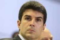 Filho do senador Jader Barbalho pode usar leilão de portos do dia 31 para permanecer na pasta ao menos até lá