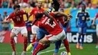 O jogo foi bastante equilibrado e as duas equipes perderam chances reais de gols. A Suíça buscou a virada nos últimos minutos da partida