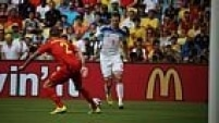 No início do jogo, a Bélgica faz boas jogadas, mas é parada pelos russos e sua bem postada marcação