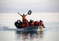 De acordo com estimativasoficiais, 3 milhões de refugiados devem chegar à Europa até 2017. Cerca de 3,4 mil pessoas haviam morrido na tentativa de cruzar o Mar Egeu, entre a Turquia e a Grécia, desde o início da crise migratória até novembro de 2015