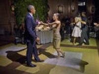 Obama e Michelle dançam tango com profissionais durante jantar no Centro Cultural Kirchner em Buenso Aires