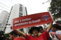 Apesar das denúncias, Lula segue prestigiado por movimentos sociais