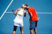 Bruno Soares e Elena Vesnina conversam durante vitória que garantiu ida à semifinal nas duplas mistas