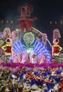 Telões, esculturas articuladas e até jatos de perfume fizeram parte da festa da Vai-Vai