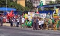 Grupos pró e contra o PT em frente ao Fórum da Barra Funda