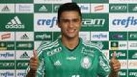 Erik éapresentado na Academia de Futebol comoreforço do<a href='http://esportes.estadao.com.br/futebol/clubes/palmeiras' target='_blank'>Palmeiras</a>para a temporada