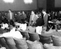 Filme provocou confusão noscinemas. Ogovernado Jânio Quadros mandou prender arruaceiros
