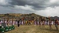 Ritual em devoção ao Deus Sol alcança o esplendor na esplanada de Sacsayhuamán, na parte alta de Cusco