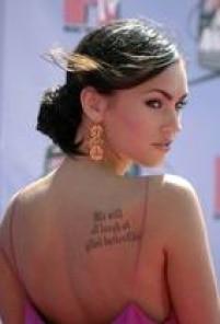 A atriz já nasceu com lábios volumosos. No início da sua carreira, em 2007, ela já chamava atenção pela boca carnuda