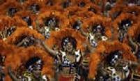 Vice-campeã do ano passado, a Mocidade Alegrehomenageou os 100 anos do samba