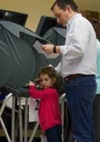 O pré-candidato republicano Ted Cruz levou sua filha, Catherine, para votar em um centro comunitário em Houston, no Texas