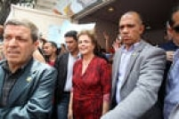 Dilma se reuniu com o governador Geraldo Alckmin e com o secretário da Segurança Pública de São Paulo, Alexandre de Moraes, e visitou algumas áreas afetadas pela chuva