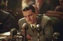 'O Aviador'. Em 2005, pelo filme dirigido por Martin Scorsese, Leonardo DiCaprio, que interpreta o excêntrico aviador e playboy milionário Howard Hughes, recebeu uma indicação para o Oscar, mas quem leva é Jamie Foxx por 'Ray'. 'O Aviador' recebeu 6indicações e ficou com 5prêmios
