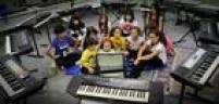 Voluntárias. O Girls Rock Camp já contou com a participação de 240 meninas em quatro anos de existência. Os instrumentos foram doados ou emprestados por colaboradores.