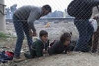 """Desde a morte de Aylan Kurdi, mais de 70 crianças morreram afogadas tentando cruzar o mar entre a Turquia e a Europa, praticamente sob as mesmas condições. Para ONGs, """"massacre continua"""""""