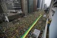 Av. Paulista é ocupada em quase toda a sua extensão pelos manifestantes