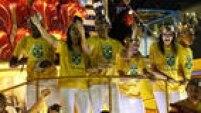 Medalhistas olímpicos do Brasil também foram homenageados no desfile