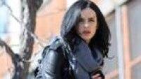 Depois de uma frustrante vida como super herói, Jessica Jones tenta reconstruir sua vida como uma detetive particular. A segunda temporada está confirmada para o segundo semestre