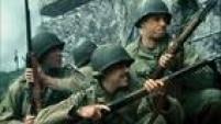 """O Resgate do Soldado Ryan tem cenas de arrancar o fôlego. A chocante visão de Steven Spielberg sobre a invasão na Normandia, no """"Dia D"""", na Segunda Guerra Mundial, faz qualquer cinéfilo ficar arrepiado. O longa era favorito para ganhar o Oscar de melhor filme em 1999. Era. Os senhores da Academia elegeram o romântico Shakespeare Apaixonado. Spielberg ficou com a premiação máxima na direção, mas faltou algo a mais ali."""