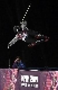 A japonesa Ayana Onozuka realiza manobra no esqui estilo livre em halfpipe. A atleta nipônica ficou com a medalha de bronze, a prata foi para a francesa Marie Martinod e o ouro para a norte-americana Maddie Bowman.