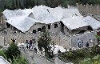 Casa destruída na cidade de Thomassin, cerca de 19 km ao leste de Porto Príncipe