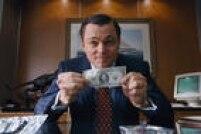 'O Lobo de Wall Street'. Ator foi indicado para o Oscar pela quarta vez por seu papel no filme, mas perdeu para Matthew McConaughey, de 'Clube de Compras Dallas'. Com 5 indicações, 'O Lobo', de 2014, que fala de crimes de colarinho branco nos anos 1990, saiu sem nenhumprêmio