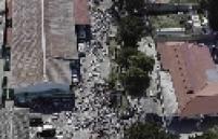 Corpos dos mortos do terremoto em Porto Príncipe continuam no chão do necrotério da cidade