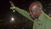 Jack Warner - Um dos homens mais poderosos do futebol nos últimos 30 anos, presidiu a Concacaf por 21 anos (de 1990 a 2011). Nascido em Trinidad e Tobago, era tido como 'chefão' do futebol no Caribe. Ele aguarda extradição aos EUA e foi expulso da Fifa após ter sua participação comprovada no esquema de votos para as sedes das Copas de 2018 e de 2022. Ele também foi acusado pelo FBI de ter recebido propinas para votar pelas Copas de 1998 e 2010.