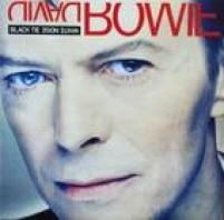 """Depois de iniciar a década de 1990 comandando sua banda de hard rock chamada Tin Machine. É o retorno de Bowie à velha forma. Começava o que a BBC chamada de """"nova fase"""" do britânico. Ouça: Jump They Say e Miracle Goodnight."""