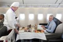 US$ 2.799 (São Paulo-Istambul-São Paulo) - Na<a href='http://www.flyturkish.com.br/' target='_blank'>Turkish</a>, as 49 poltronas viram camas com 1,88 metro de comprimento com sistema de massagem. Nos voos com duração acima de 8 horas há chef a bordo. Amenities são das marcas Jaguar, Cerruti e Furla. Desde US$ 1.133 na econômica