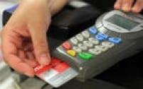 Prática comum em bares e padarias, a exigência de um valor mínimo de compra para passar no cartão é proibida e está prevista no inciso IX do Artigo 39 do Código de Defesa do Consumidor.