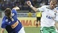 No Mineirão, o Cruzeiro, cada vez mais líder, venceu mais uma, mas teve trabalho contra a Chapecoense: 4 a 2 de virada
