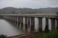 Em fevereiro de 2015, era possível ver carcaças de carros e grafites na Represa Atibainha, que compõe o Sistema Cantareira
