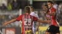 De cabeça, Alan Kardec marcou o gol de empate do São Paulo contra o Santos, domingo (27 de março), pelo Paulistão, na Vila Belmiro