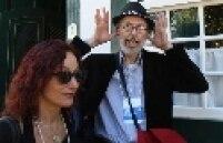 Robert Crumb e sua esposa Aline Kominsky passeiam pela ruas de Paraty