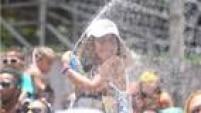 Criança festeja no bloco infantil Algodão Doce, que contou com a presença de Carla Perez, em Salvador
