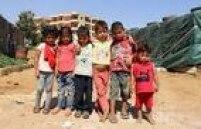 Muitas crianças morrem por desnutrição, falta de medicamentos e de vacinas. Doenças de pele e gástrica se tornaram muito comuns depois que o regime do presidente Bashar Assad cortou o abastecimento de água, fazendo com que as pessoas se sirvam de porções contaminadas pelo esgoto