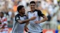 Zagueiro paraguaio Balbuena comemora seu primeiro gol com a camisa do Corinthians