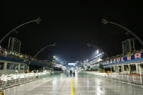 Parte do Anhembi ficou sem luz antes dos desfiles na primeira noite do carnaval de São Paulo. O motivo teria sido um gerador queimado.<a href='http://sao-paulo.estadao.com.br/noticias/geral,perola-negra-abre-1-noite-de-desfiles-com-samba-sobre-a-vila-madalena,10000015264' target='_blank'>Leia mais</a>