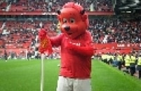 """O """"diabo"""" ganhou alguns adeptos no futebol. Na Inglaterra, o Manchester United é conhecido como """"Red Devils"""" e na Itália, o Milan também usa o desenho como símbolo"""