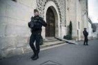 Policiais vigiam a Grande Mesquita de Paris